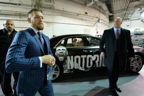 """Chi tiết UFC, McGregor - Alvarez:""""Gã điên"""" lên ngôi thuyết phục (KT) - 9"""