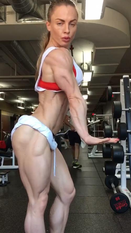 Xôn xao clip cô gái tập gym đạt đến cảnh giới khó tin - 2