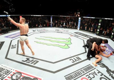 """Chi tiết UFC, McGregor - Alvarez:""""Gã điên"""" lên ngôi thuyết phục (KT) - 6"""