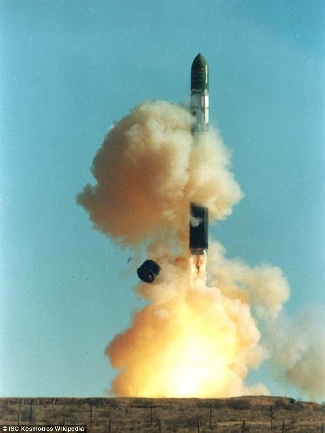 Anh lần đầu triển khai tên lửa tầm xa tới biên giới Nga - 1