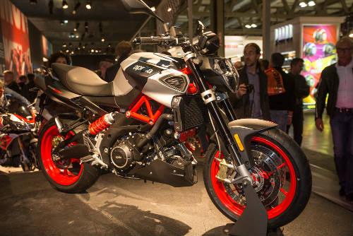 """2017 Aprilia Shiver xuất hiện """"ghênh chiến"""" Ducati Monster - 2"""