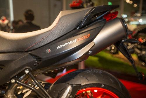 """2017 Aprilia Shiver xuất hiện """"ghênh chiến"""" Ducati Monster - 5"""