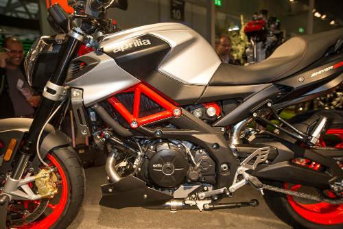 """2017 Aprilia Shiver xuất hiện """"ghênh chiến"""" Ducati Monster - 6"""