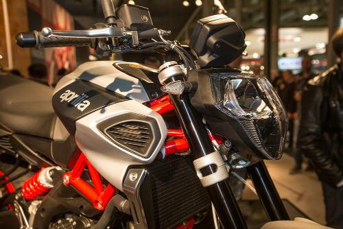 """2017 Aprilia Shiver xuất hiện """"ghênh chiến"""" Ducati Monster - 7"""