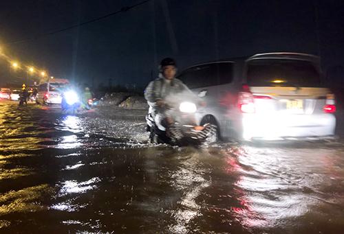 TP.HCM: Nhiều tuyến đường lại sắp bị ngập dù không mưa - 1
