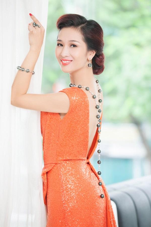 Top 4 mỹ nhân U40,50 đẹp hơn gái 18 của showbiz Việt - 10