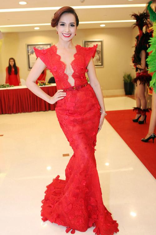 Top 4 mỹ nhân U40,50 đẹp hơn gái 18 của showbiz Việt - 14