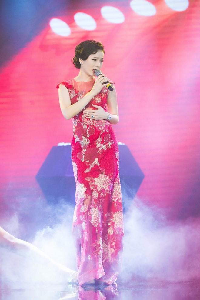 Đan Lê, Hồng Nhung so kè đầm bó xuyên thấu - 5