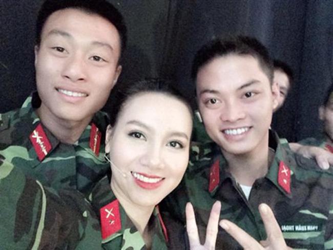 """3 MC của """"Chúng tôi là chiến sĩ"""" toàn mỹ nhân xinh đẹp - 11"""