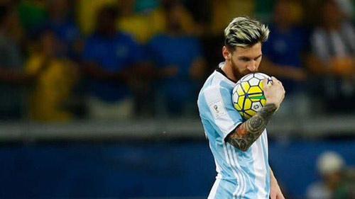 Messi đá kém ở ĐT Argentina: Ngôi sao cô đơn - 1