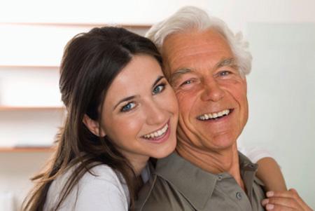 Vợ trẻ bắt chồng già đi…thẩm mỹ - 1