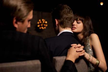 Vợ trẻ bắt chồng già đi…thẩm mỹ - 2