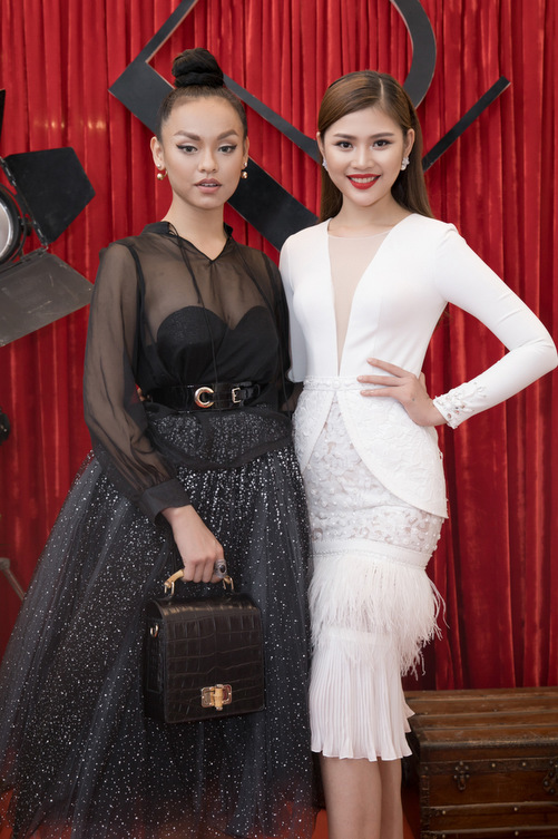 Dàn mẫu Việt đọ dáng đồng hồ cát với váy áo sexy - 2