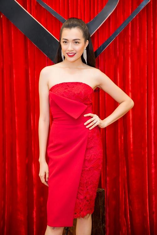 Dàn mẫu Việt đọ dáng đồng hồ cát với váy áo sexy - 6