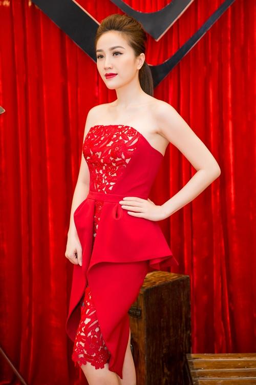 Dàn mẫu Việt đọ dáng đồng hồ cát với váy áo sexy - 7