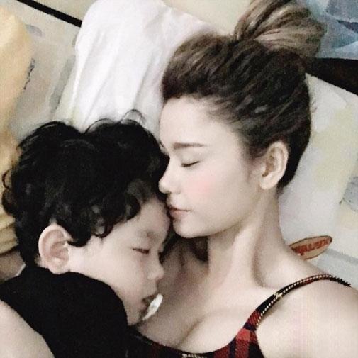 8 mỹ nhân Việt quá nóng bỏng khi làm mẹ khiến trai tân mê tít - 1