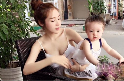 8 mỹ nhân Việt quá nóng bỏng khi làm mẹ khiến trai tân mê tít - 4