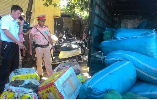 Huế: Bắt giữ hàng chục bao tải, thùng xốp nội tạng thối trên xe tải - 3