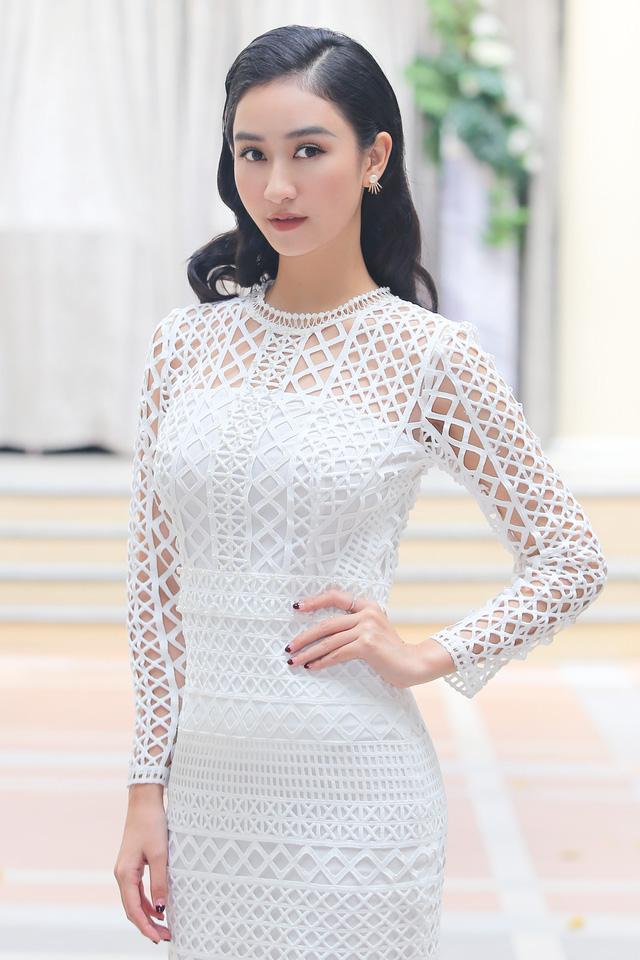 Nam Em đẹp thổn thức với váy quây - 7