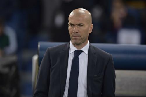"""Real vào tâm bão: Zidane phải """"cứng"""" tay lái - 1"""