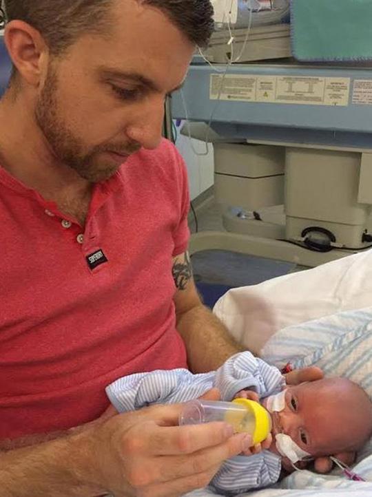 Cứu sống em bé sinh non nặng 0,45 kg - 3