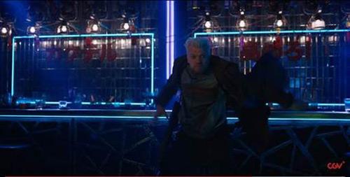 """""""Biểu tượng gợi cảm"""" Scarlett bốc lửa trong phim hành động - 6"""