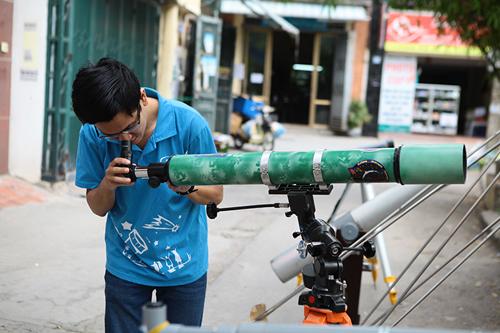 Giới trẻ săn siêu trăng bằng kính thiên văn… ống nước - 3