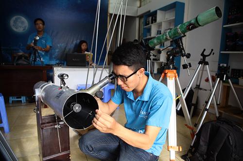 Giới trẻ săn siêu trăng bằng kính thiên văn… ống nước - 5