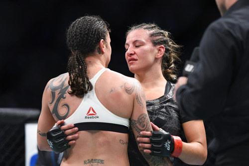 """UFC: Thua sốc, """"hoa khôi"""" cay đắng xin giải nghệ - 3"""