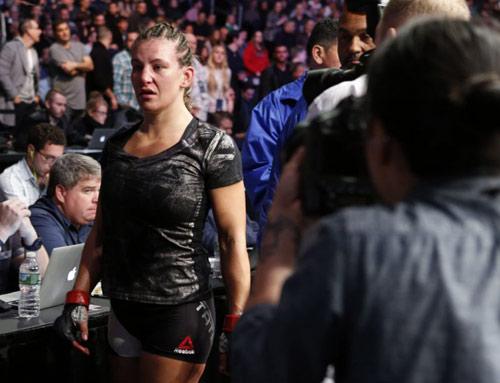 """UFC: Thua sốc, """"hoa khôi"""" cay đắng xin giải nghệ - 1"""