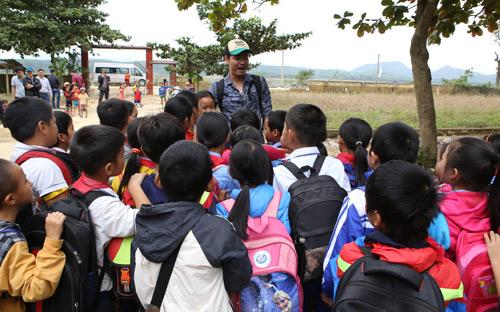 MC Phan Anh trở lại miền Trung xây bể bơi cho học sinh - 2