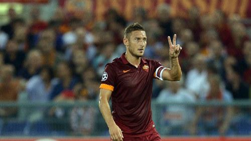 """Ông lão """"nhả đạn"""" ở giải lớn: Gọi tên Giggs, Totti - 4"""