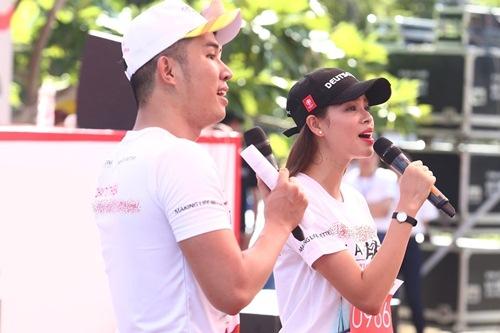 Phạm Hương, Lệ Hằng thấm mệt vì chạy đua dưới nắng - 4