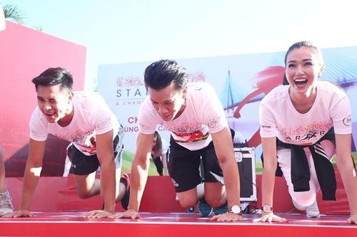 Phạm Hương, Lệ Hằng thấm mệt vì chạy đua dưới nắng - 9
