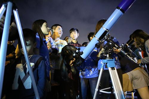 Chiêm ngưỡng siêu trăng lớn nhất trong 68 năm tại Việt Nam - 7