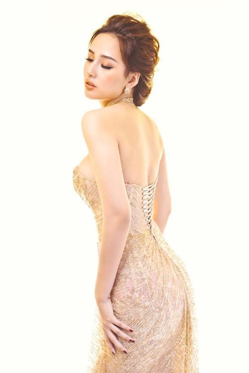 Loạt váy giúp Mai Phương Thúy khoe đường cong nữ thần - 4