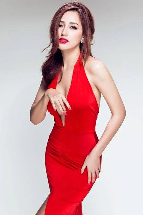 Loạt váy giúp Mai Phương Thúy khoe đường cong nữ thần - 8
