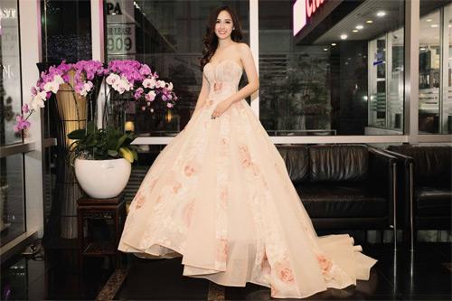 Loạt váy giúp Mai Phương Thúy khoe đường cong nữ thần - 11