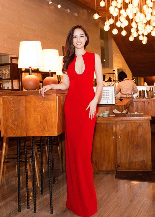 Loạt váy giúp Mai Phương Thúy khoe đường cong nữ thần - 9