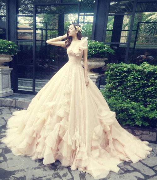 Loạt váy giúp Mai Phương Thúy khoe đường cong nữ thần - 12