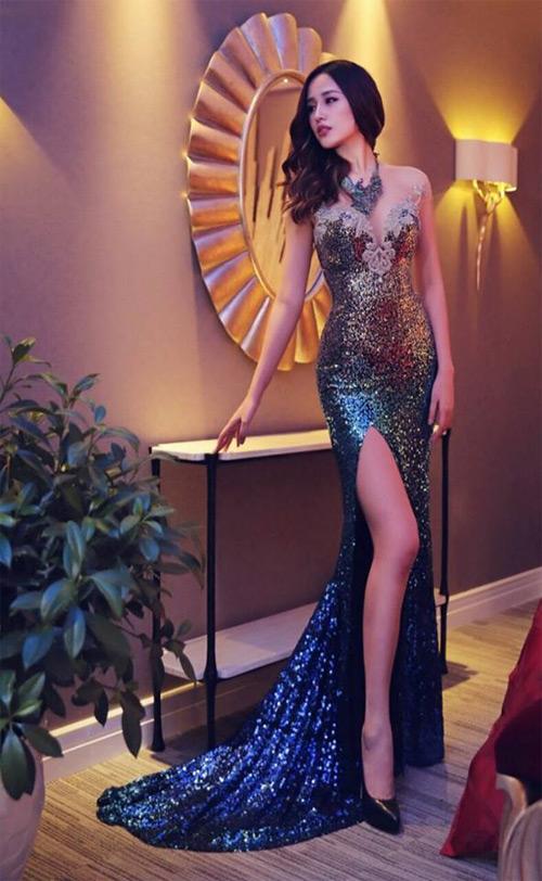 Loạt váy giúp Mai Phương Thúy khoe đường cong nữ thần - 16