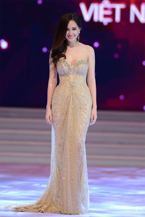 Loạt váy giúp Mai Phương Thúy khoe đường cong nữ thần - 15