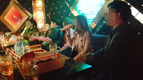 Đi karaoke thời… cấm cửa - 2