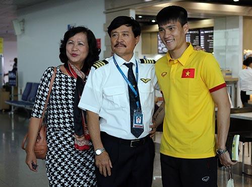 Tuyển Việt Nam tới Myanmar, sắp xung trận đua cup vàng - 12