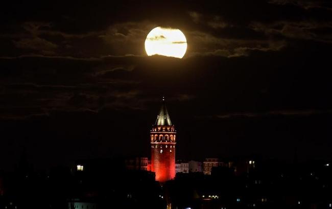 Ngắm siêu trăng lớn nhất 70 năm qua trên toàn thế giới - 7