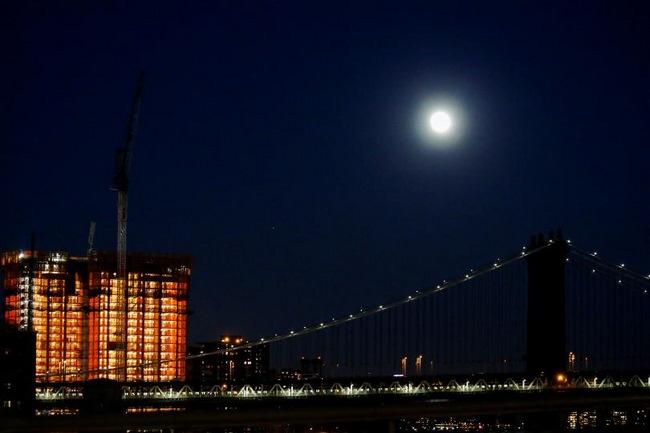 Ngắm siêu trăng lớn nhất 70 năm qua trên toàn thế giới - 5