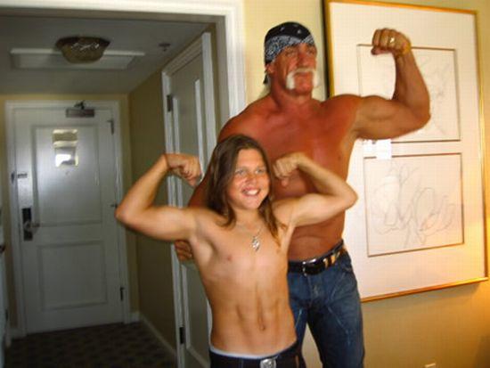 """Ảnh hiện tại cậu bé 8 múi """"tiểu Hercules"""" từng gây sốc - 4"""