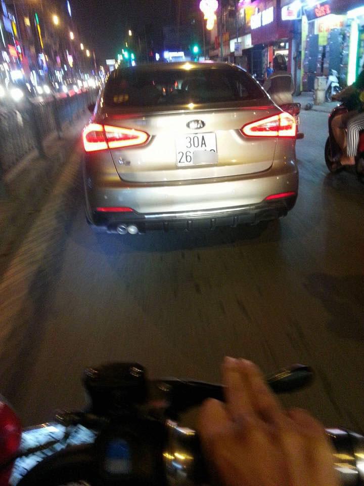 """Cô gái tố tài xế ô tô tát sưng mặt vì """"không nhường đường"""" - 2"""