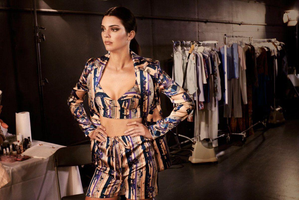Kendall Jenner hé lộ hình ảnh hậu trường chụp nội y gợi cảm - 2