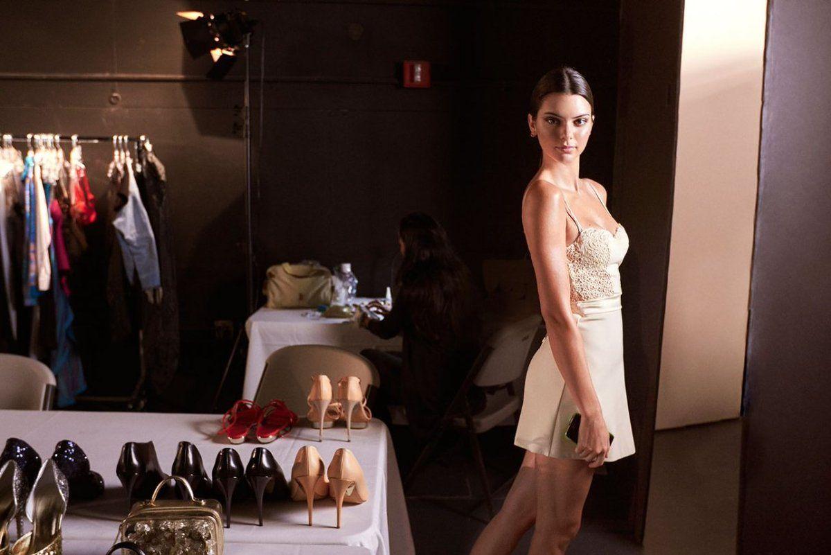 Kendall Jenner hé lộ hình ảnh hậu trường chụp nội y gợi cảm - 4